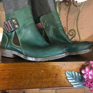 FLY LONDON BOOTIES (38/7.5-8)